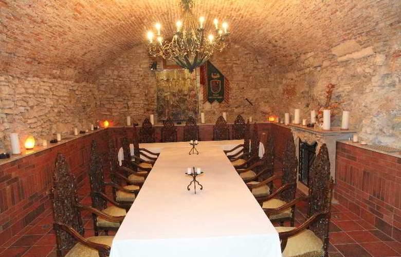 St George Residence - Restaurant - 17