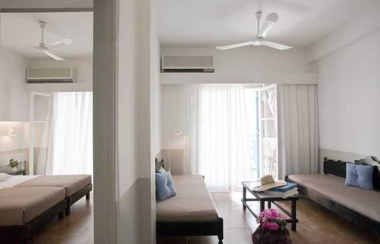 Kamari Beach - Room - 6