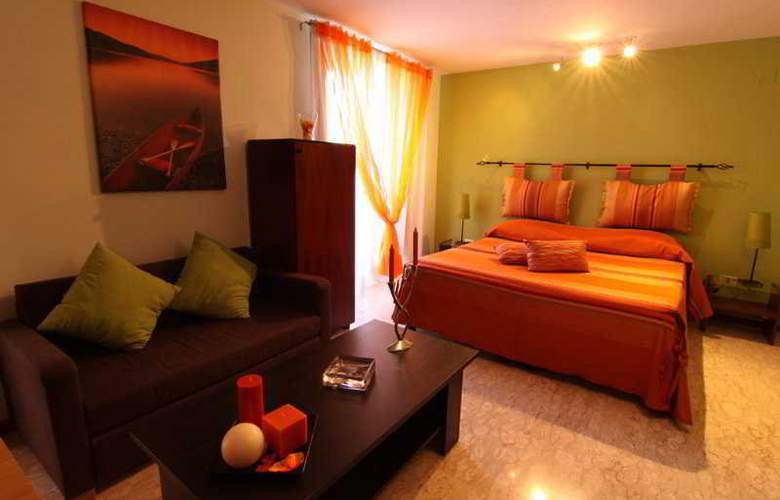 Sorrento Flats - Room - 3