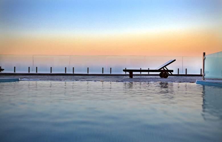 Splendour Resort - Pool - 1