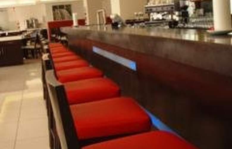 Fountains Hotel - Bar - 3