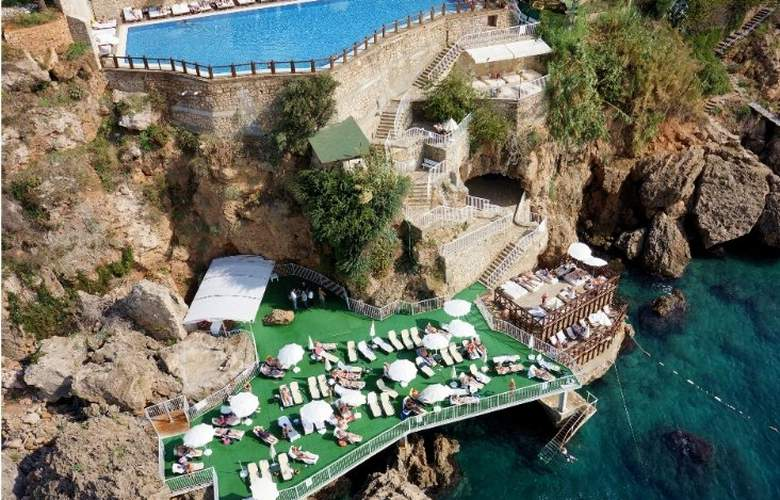 Ramada Plaza Antalya - Beach - 8