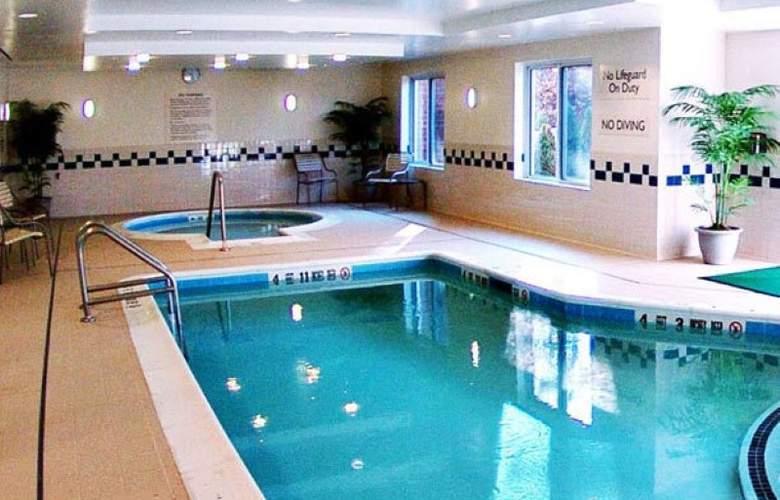 Fairfield Inn Medford Long Island - Pool - 3