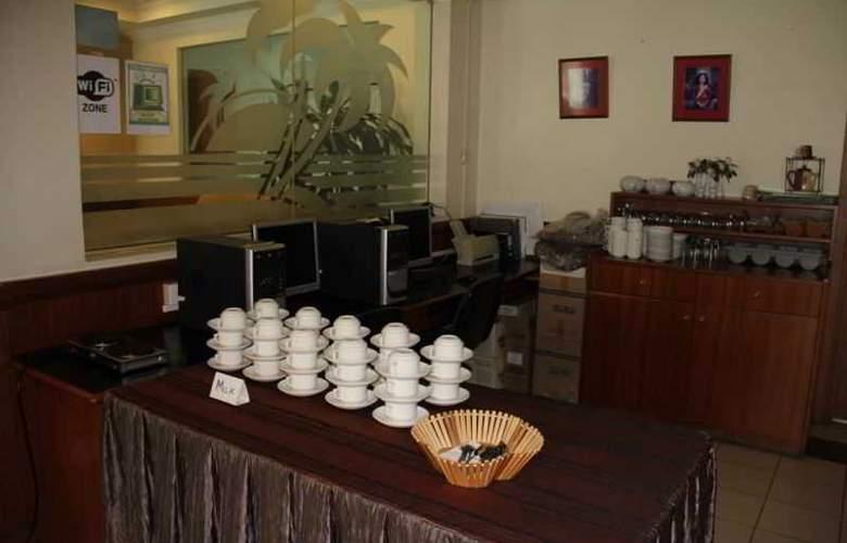 Traders Inn - Restaurant - 1