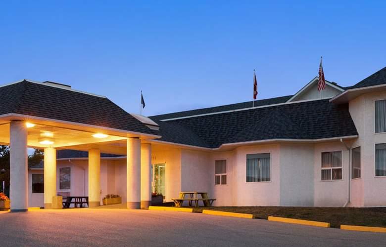 Days Inn by Wyndham Hinton - Hotel - 0