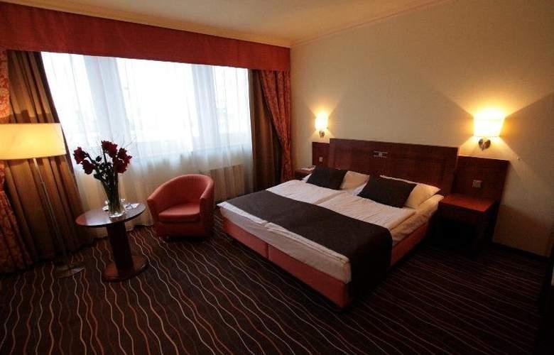 Luxury Family Hotel Bílá Labut - Room - 5