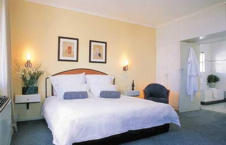 Ambassador & Executive Suites - Room - 5