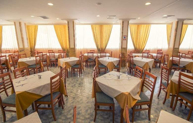 Azuline Coral Beach - Restaurant - 24