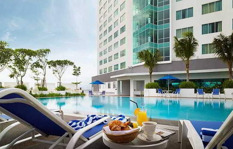 Premiere Hotel - Pool - 3