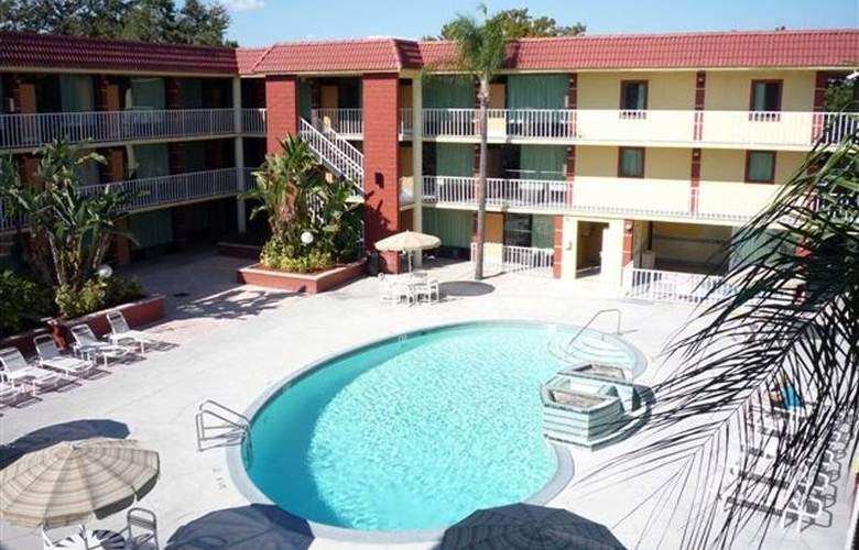 Comfort Inn & Suites at Tropicana Field - Pool - 0