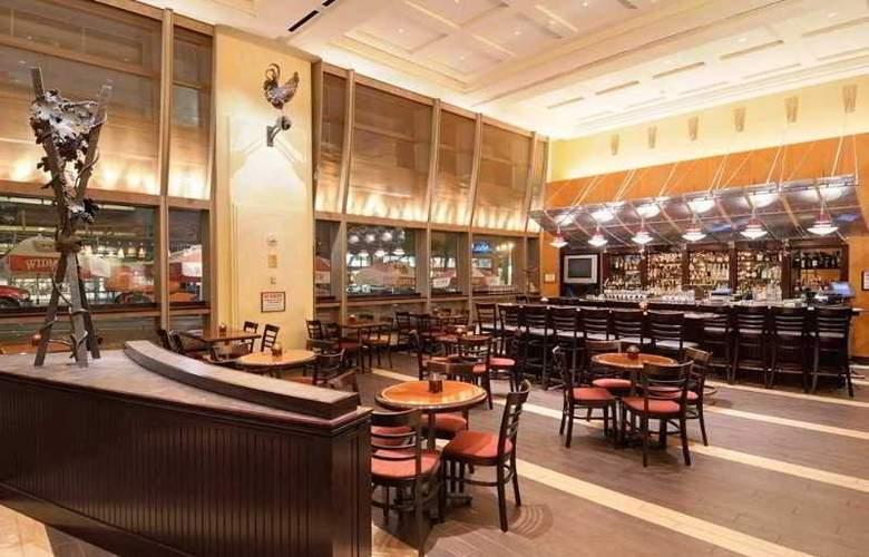 Hilton Portland and Executive Tower - Bar - 13