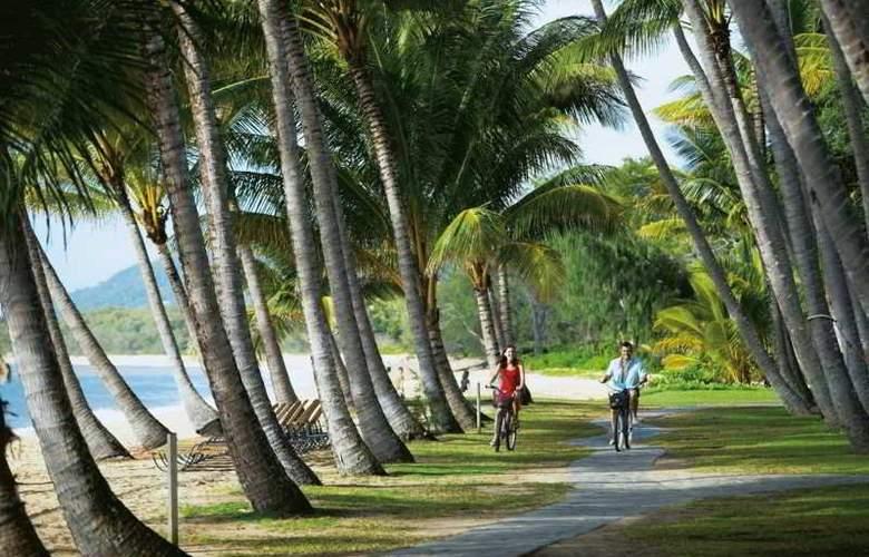 Alamanda Palm Cove by Lancemore - Beach - 17