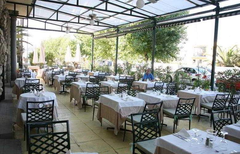 Palace Mon Repos - Restaurant - 6