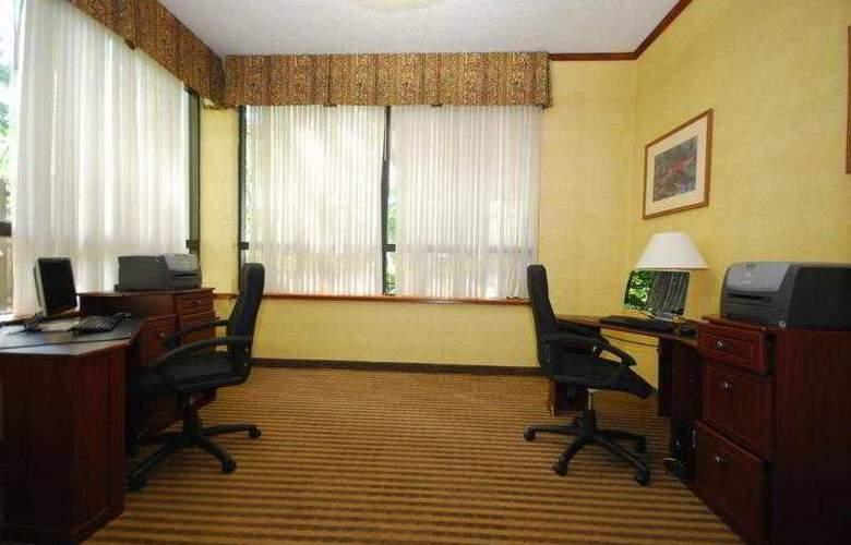 Best Western Plus Richmond Airport Hotel - Hotel - 30