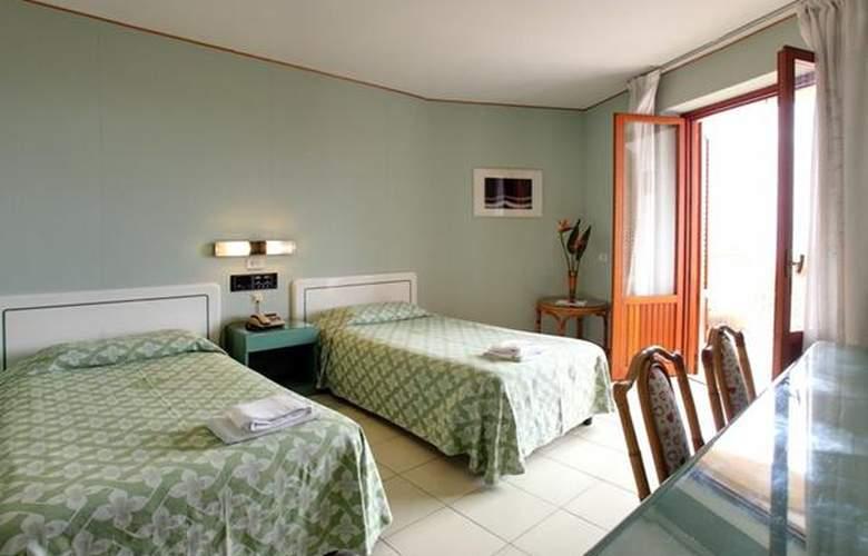 Perla Del Golfo - Hotel - 3