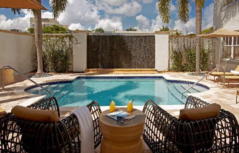 Blue Moon Hotel - Pool - 10