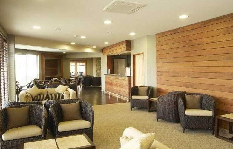 Distinction Luxmore Hotel - Bar - 3