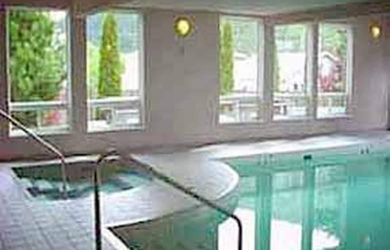 Comfort Inn Westside-Kelowna - Pool - 4