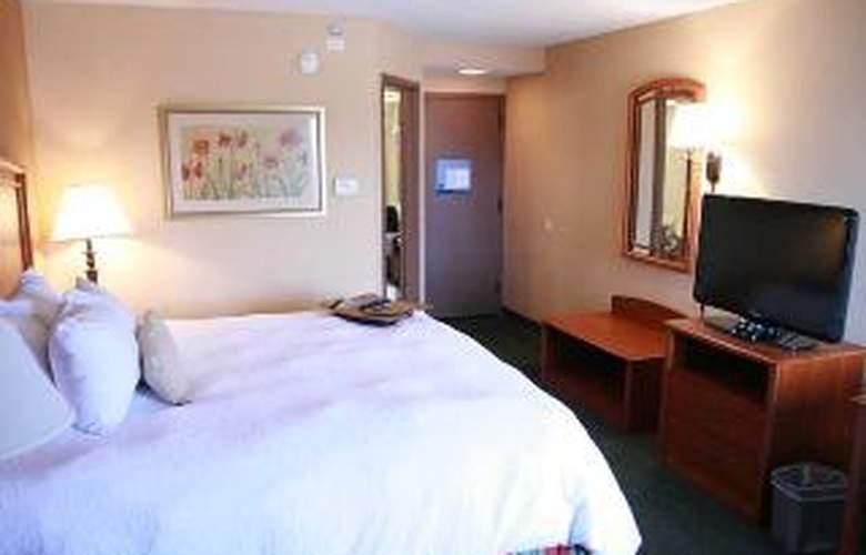 Hampton Inn St. Louis-NW I-270 (Florissant) - Room - 3