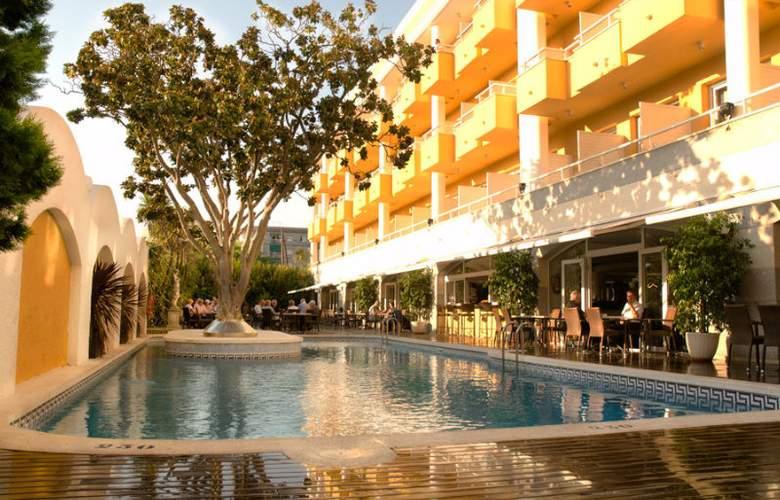 Augusta Club Hotel & Spa - Pool - 15