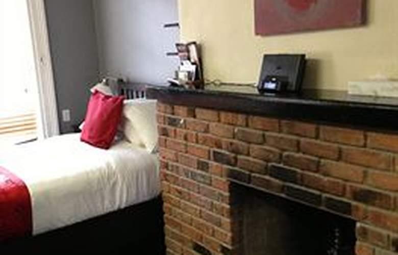 Colonial House Inn - Room - 4
