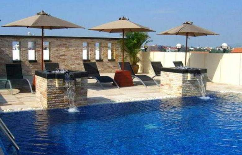 Nova Suites - Pool - 4