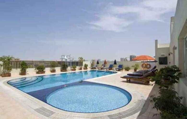 Ramee Hotel Apartment Dubai - Pool - 3