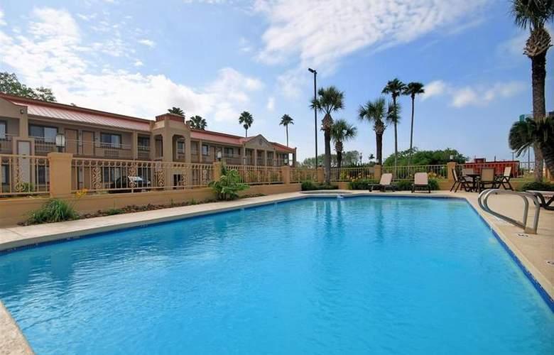 Best Western Kingsville Inn - Pool - 104