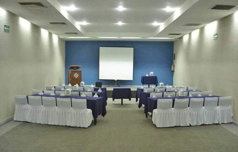 Del Prado - Conference - 4