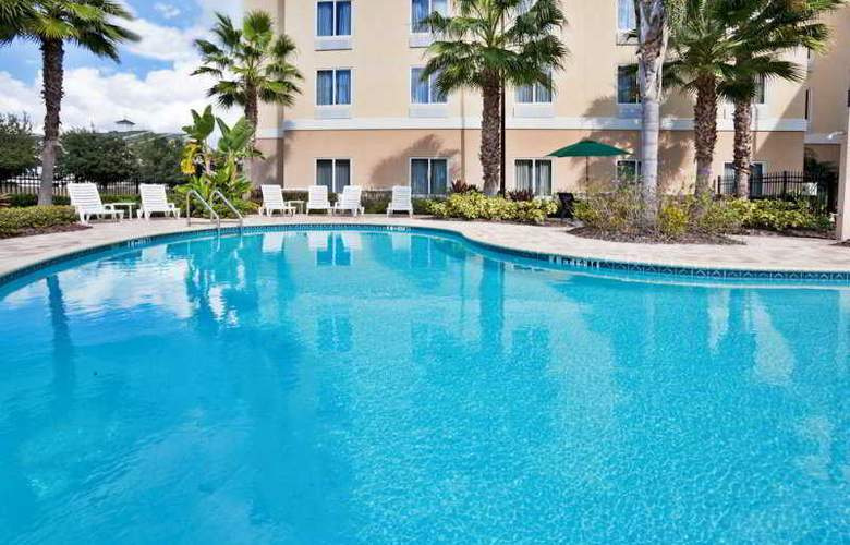 Holiday Inn Express & Suites Tampa - Pool - 3