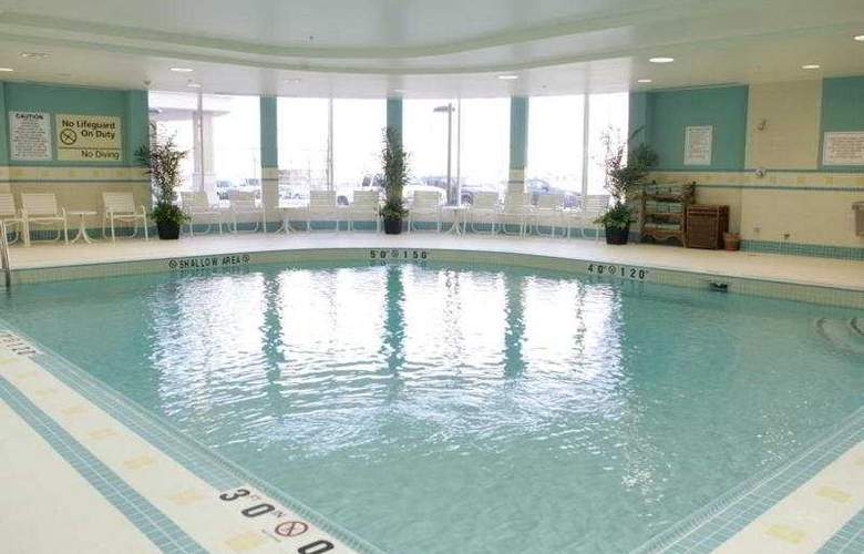Hampton Inn Toronto Airport Corporate Centre - Pool - 5