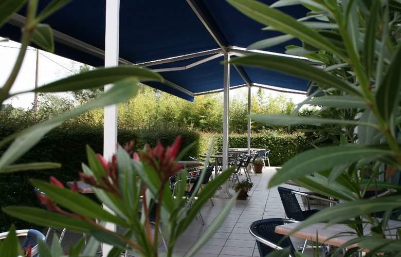 Kyriad Libourne Saint Emilion - Terrace - 5
