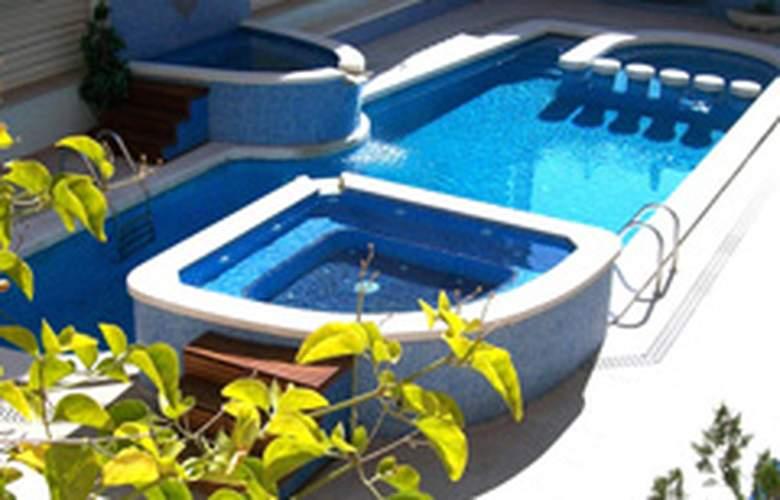 Maurici Park - Pool - 5