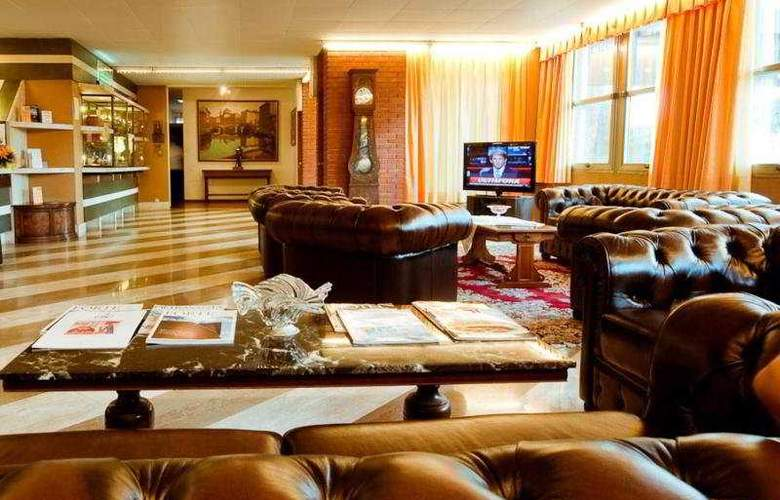 Park Hotel California - General - 1