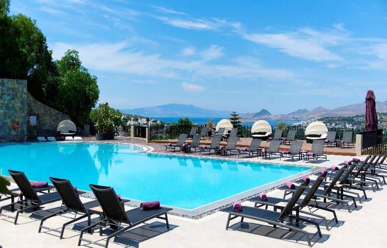 Ramada Resort Bodrum - Pool - 22