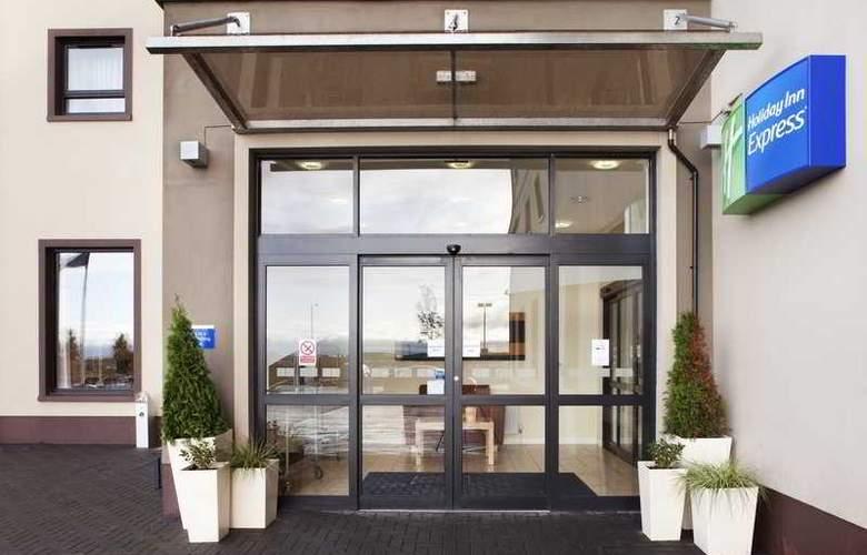 Holiday Inn Express Antrim - Hotel - 3