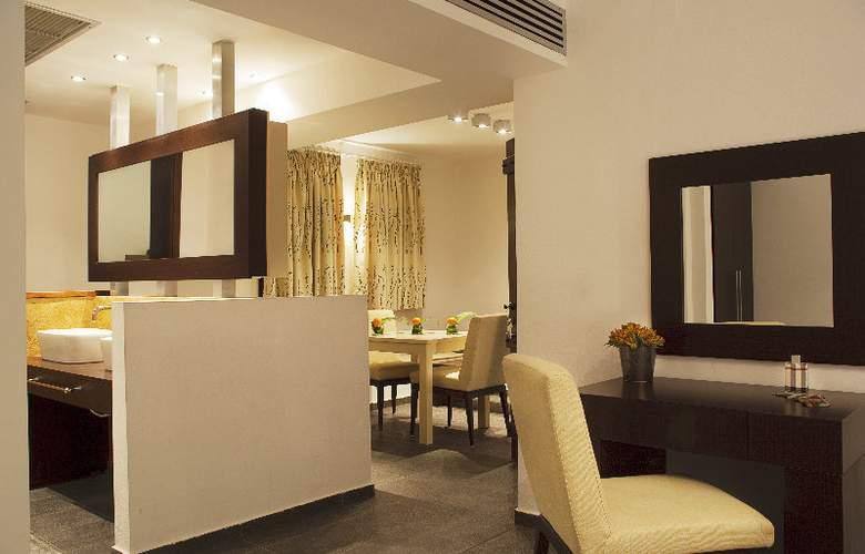 12 Months Luxury Resort - Room - 8