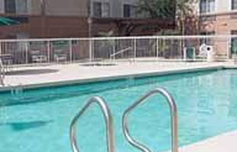 MainStay Suites at Metro Center - Pool - 5