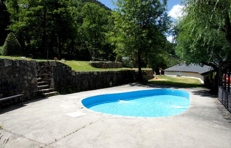 Cosmos Hotel - Pool - 21