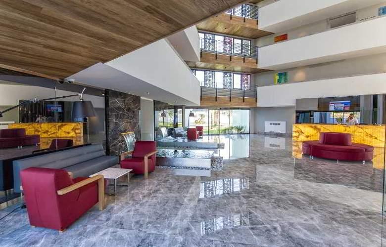 Q Spa Resort - Hotel - 6
