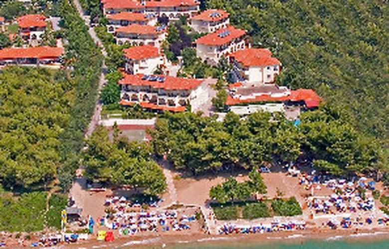 Portes Beach - Hotel - 0