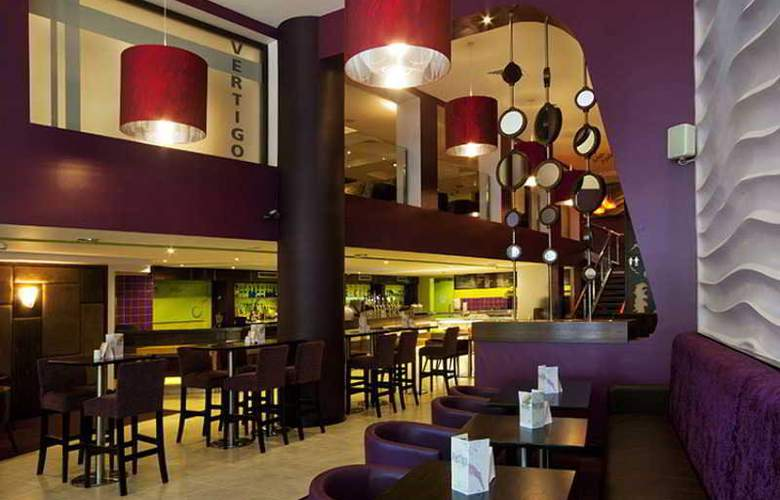 Clayton Cardiff Lane - Bar - 4
