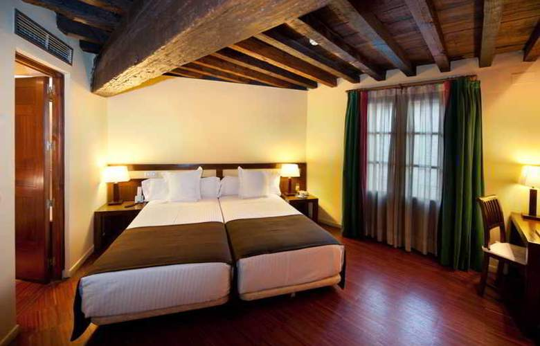 Abad Toledo - Room - 8