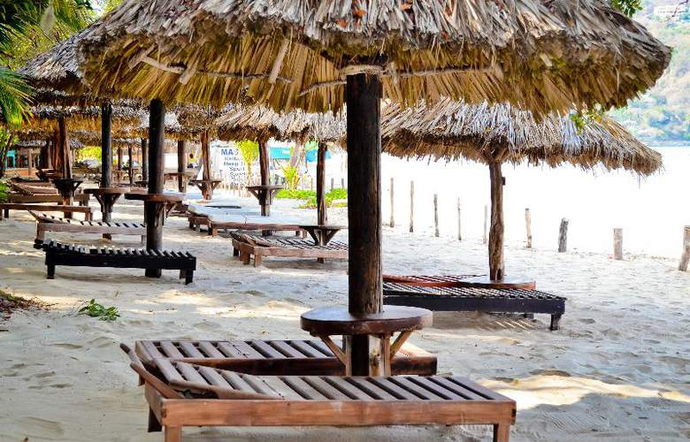 Catalina Beach Resort - Bar - 30