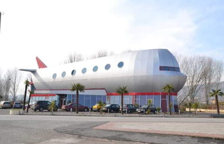 Vila Aeroport Rinas - Hotel - 0
