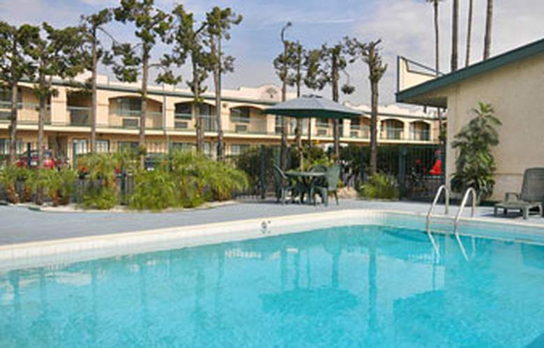 Super 8 Los Angeles Airport - Pool - 1