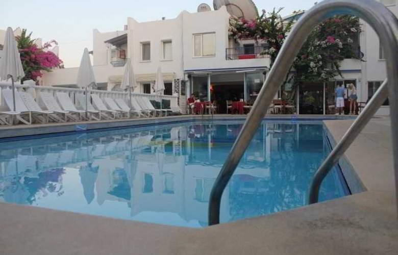 Serhan - Pool - 10