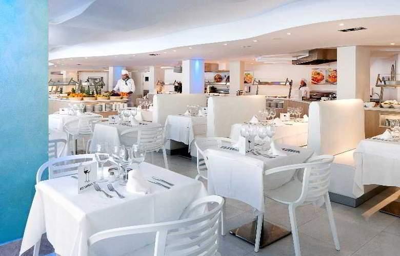 Fergus Style Cala Blanca Suites - Restaurant - 12