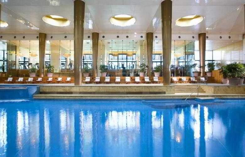 Crown Towers Melbourne - Pool - 5