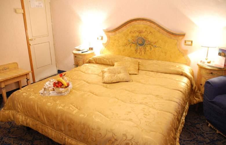 Riviera - Room - 1